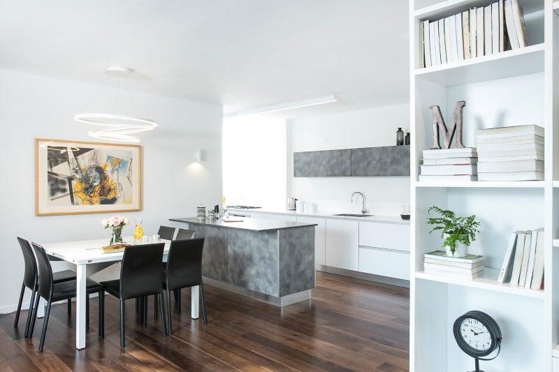 התאמת עיצוב מטבח מודרני לשאר הבית